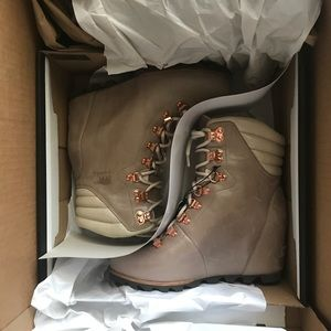 36647c9f2642c0 Sorel Shoes - NWT Sorel Conquest Wedge Holiday Beach Fawn